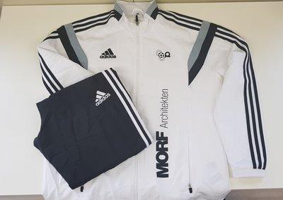 Adidas-Trainer schwarz/weiss (letztes Model der Trainerausrüstung)
